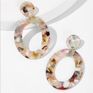 Marble pattern hoop drop earrings